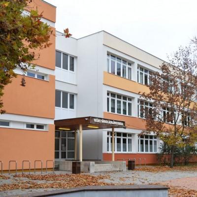 Tököl Város Weöres Sándor Általános Iskola intézmény Aradi u. 56. épületenergetikai felújítása